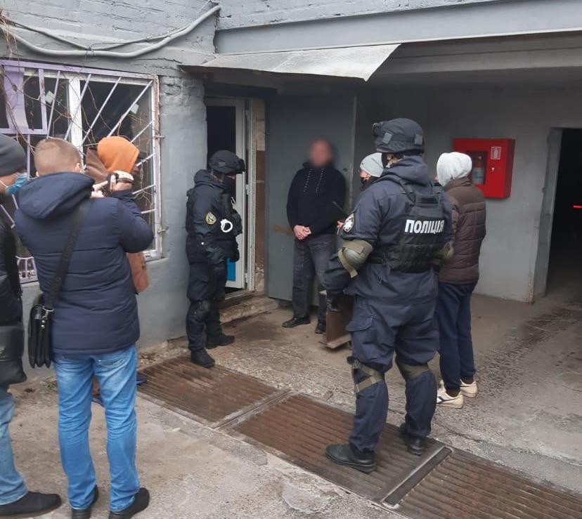Хаків'янин влаштував сховище боєприпасів на території власного гаражу