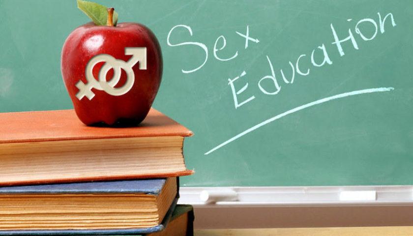 Учителі й батьки підтримують сексуальну освіту