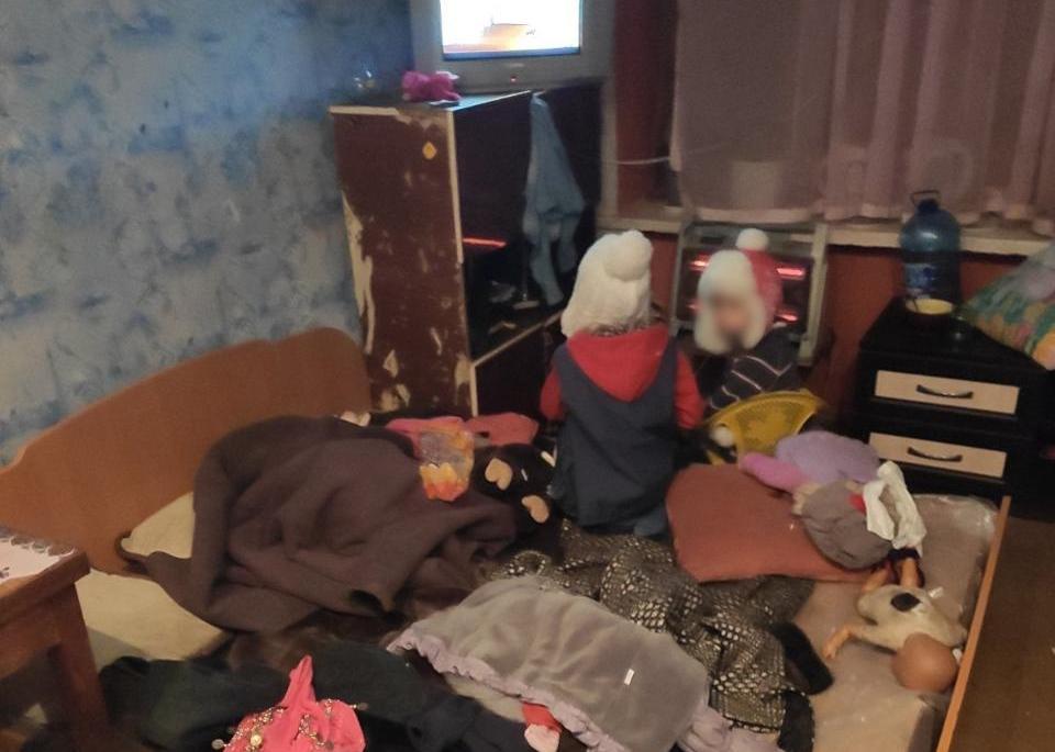 Поліцейські виявили хворих і голодних дітей в одному з гуртожитків області