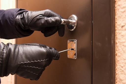 Поліцейські затримали серійного квартирного крадія