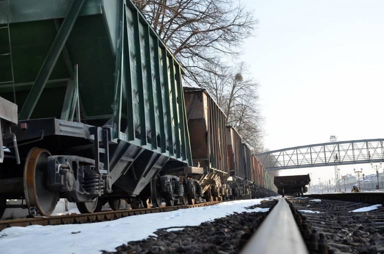 У минулому році знизились показники вантажних перевезень