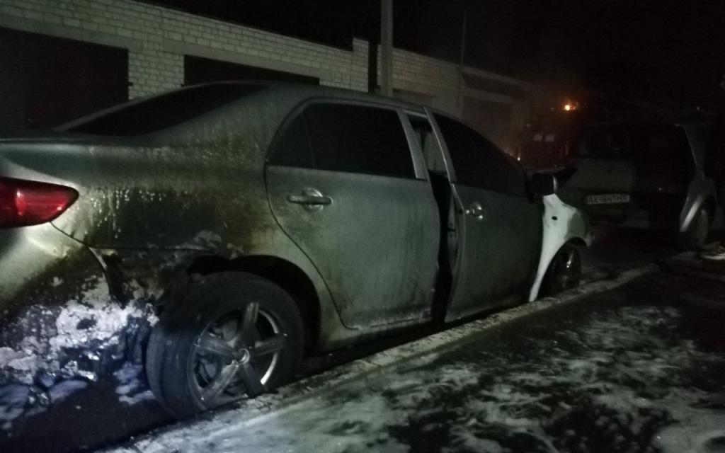 У Київському районі міста згоріло дві автівки