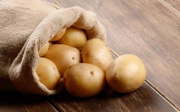Українська молода картопля значно дорожча імпортної