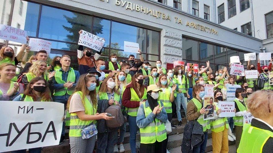 Студенти та викладачі протестують проти об'єднання вишів