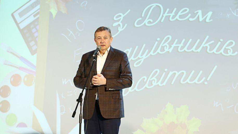 Сергій Чернов привітав освітян з професійним святом