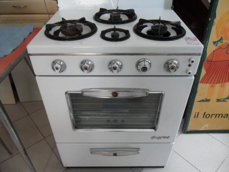 CUCINA A GAS BIANCA GASFIRE ANNI 70  Arredi  Accessori Cucina  Negozio Online  1380
