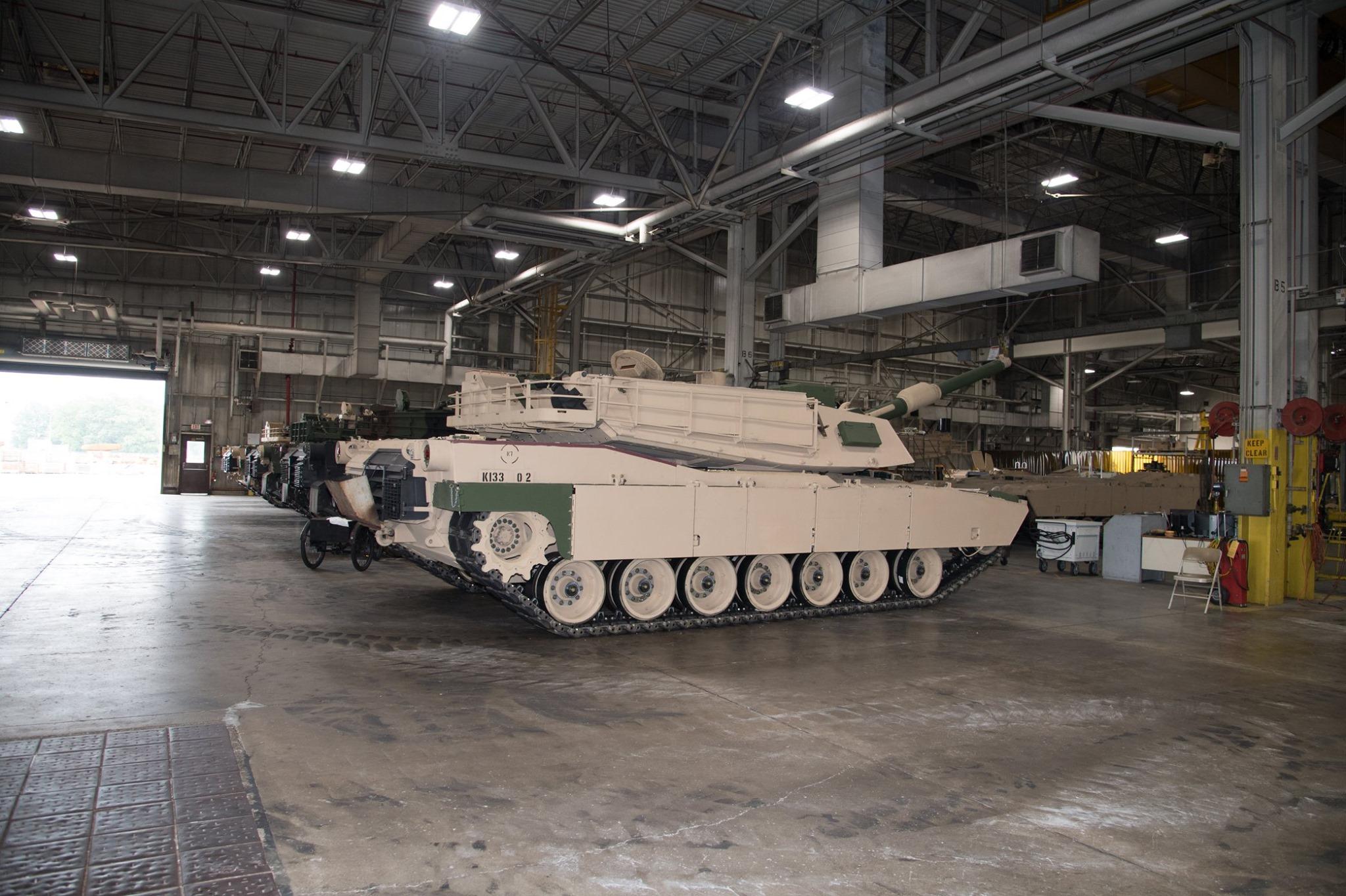 美軍最先進M1A2C坦克制造車間曝光 車體銹跡斑斑 - 陸軍論壇 - 鐵血社區