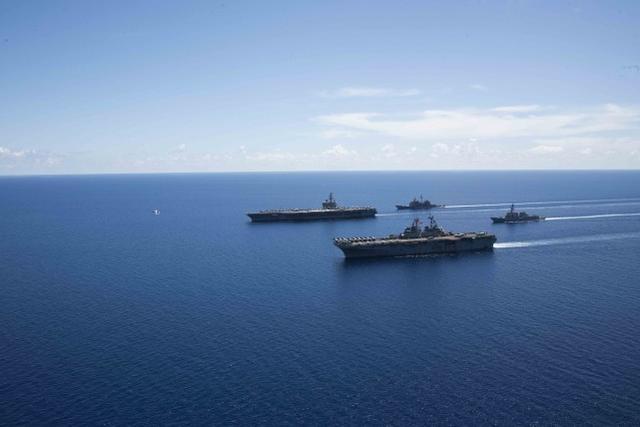 """美軍""""裏根""""號航母編隊在南海舉行聯合演習(組圖)"""