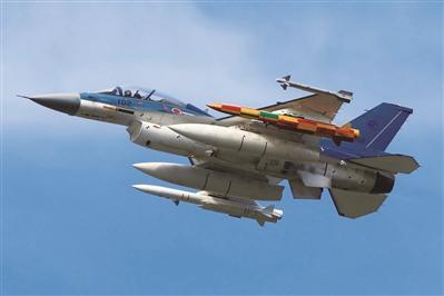 F-2戰斗機掛載兩枚ASM-3A超音速空艦導彈進行測試