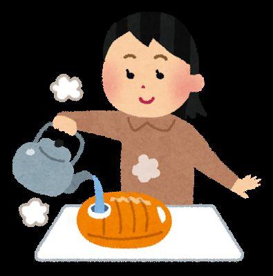 湯たんぽに湯を入れる