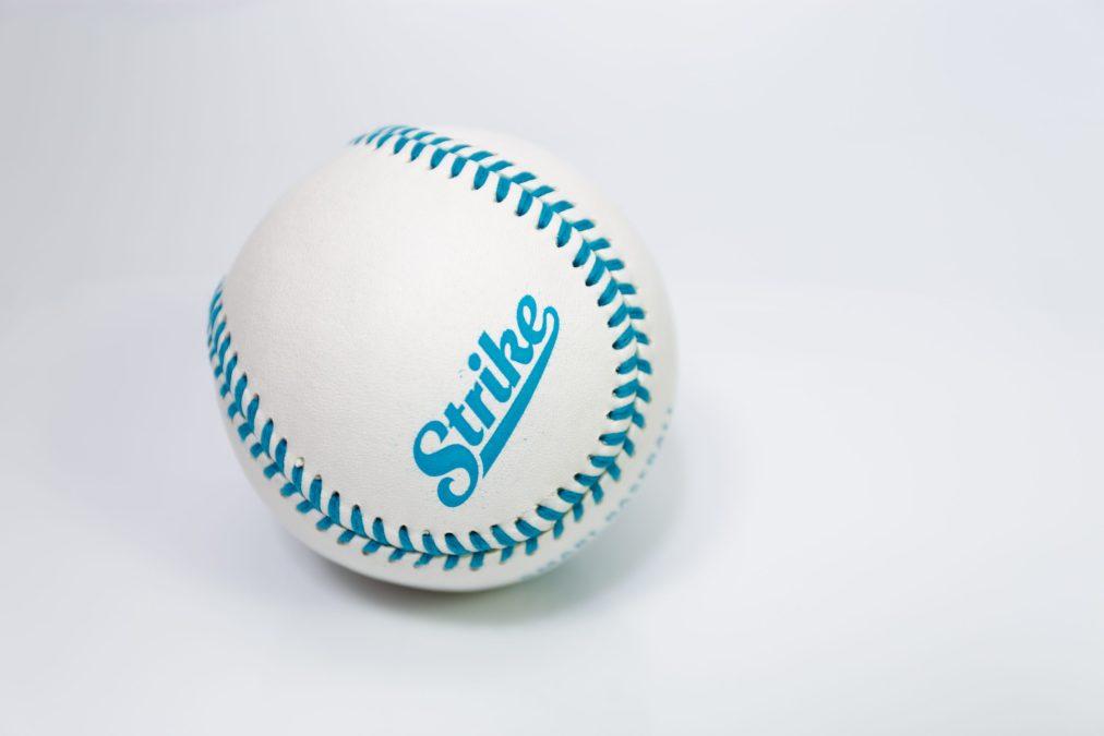 Strike 智慧棒球 一顆有著高度智慧與精良的棒球!