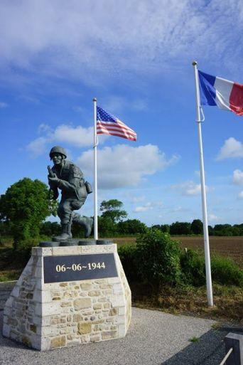Monumento aos paraquedistas dos EUA
