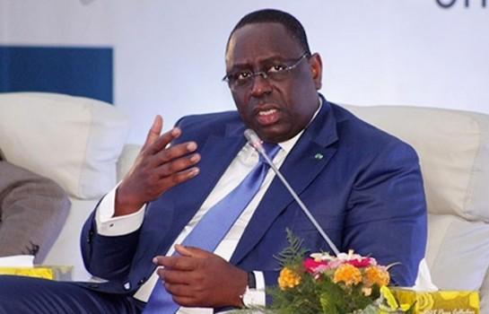 Macky savonne les Apéristes de Dakar