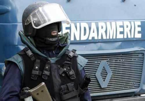 Quatre gendarmes se retrouvent devant la chambre for Chambre criminelle