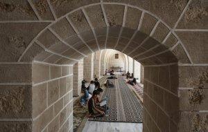354546-jeunes-palestiniens-lisent-coran-mosquee