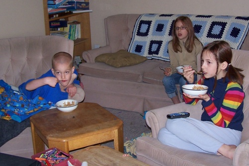 Kids eating HEALTY cereal and LOVIN' IT!