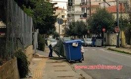 Είναι που οι άνθρωποι σταμάτησαν να ψάχνουν φαγητό στα σκουπίδια. Υπεύθυνοι ο Δήμος, η Περιφέρεια και η Κυβέρνηση