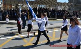 Έκαναν παρέλαση στην Ξάνθη χωρίς να υπάρχει ήχος!!! Βρίζουν οι συμπολίτες μας... (Να μην ξεχάσω να τους ψηφίσω!).