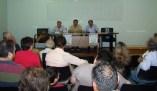 2013/05/12: Οι ομιλητες Β. Χατζηλαμπρου και Χρ. Λιαρομματης με τον συντονιστη Π. Κουναβη (κεντρο), κατα τη μαζικοτατη εκδηλωση της οργανωσης του ΣΥΡΙΖΑ-ΕΚΜ Δυτικης Αχαϊας