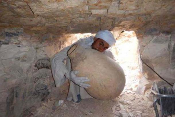 Egiptólogos descubren el corazón momificado del visir Ipi junto con 50 tinajas y elementos diversos utilizados en su embalsamamiento | Ancient Origins España y Latinoamérica