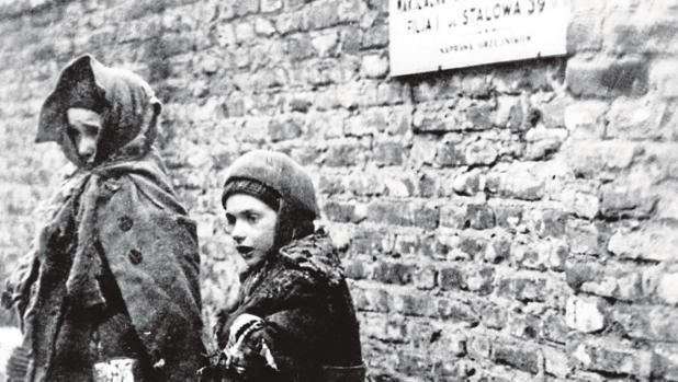Dos niñas recluidas en el gueto de Varsovia - Efe