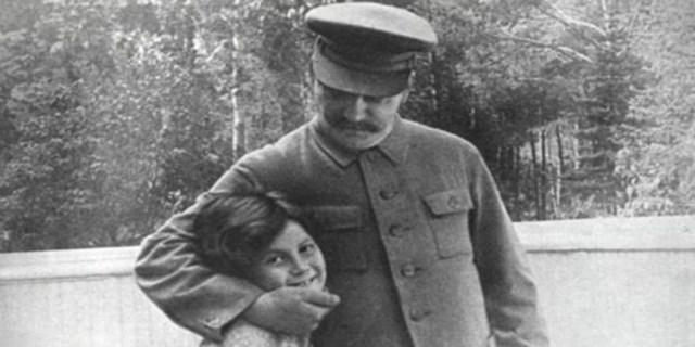 Stalin, junto a su hija - Vídeo: Así fue la infancia del dictador Stalin
