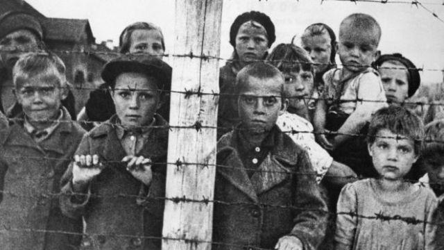 Unos 10.000 niños judíos lograron escapar del holocausto, pero tuvieron que dejar atrás a sus padres.