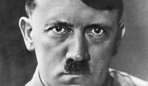 ¿Por qué Adolf Hitler usaba su famoso bigote recortado? | Mitos y Enigmas