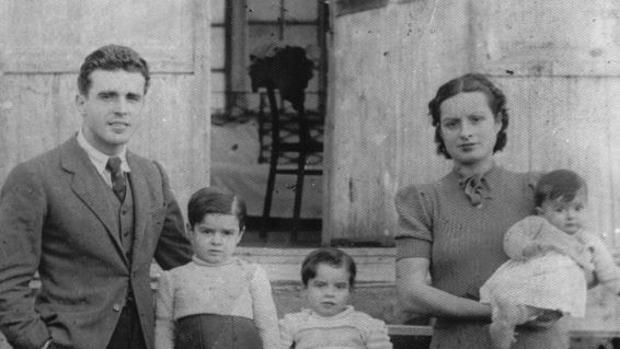 Julián Fuster, su esposa y sus hijas, a su llegada a la URSS - Gentileza de Dolores Gómez