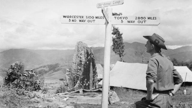 Un militar británico observa las enormes distancias que separaban el campo de batalla de su país natal y de Japón  digitised by Leanne Rodgers-Gibbs (IWM)