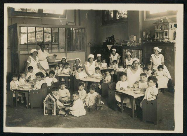 Fotografía de los años en los que Henriette Pimentel era directora de la guardería en la que salvó a un gran número de bebés, hijos de judíos, de ir a los campos de concentración. Pertenecen a la colección del Museo Histórico Judío de Ámsterdam.COLECCIÓN MUSEO HISTÓRICO JUDÍO/ÁMSTERDAM.