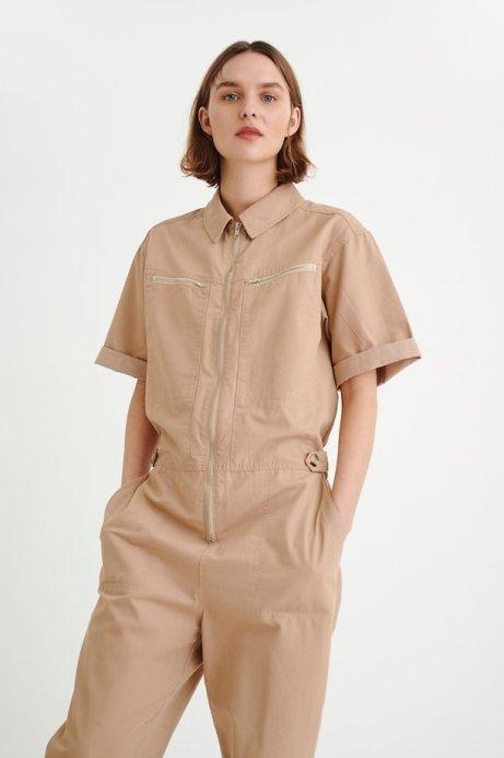 In Wear overall beige