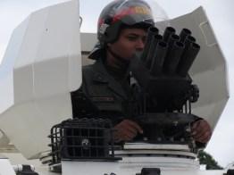 Tanquetas reprimen a manifestantes que se dirigen al Tribunal Supremo de Justicia en Guayana, 22-02-2014.