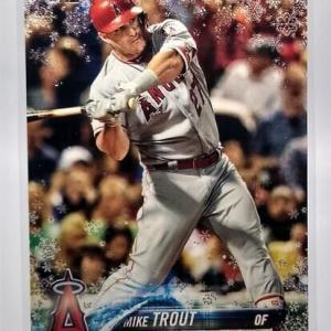 2018 Topps Holiday Mike Trout Metallic Snowflake Baseball Card