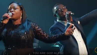 Photo of VIDEO: Sinach – God Alone Featuring Peter Tobe (Way Maker Live)