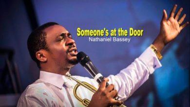 Photo of Nathaniel Bassey – Someone's Knocking At The Door (Lyrics and Mp3)