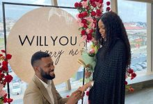 Photo of Afrobeats Artist Limoblaze Proposes to His Sweetheart