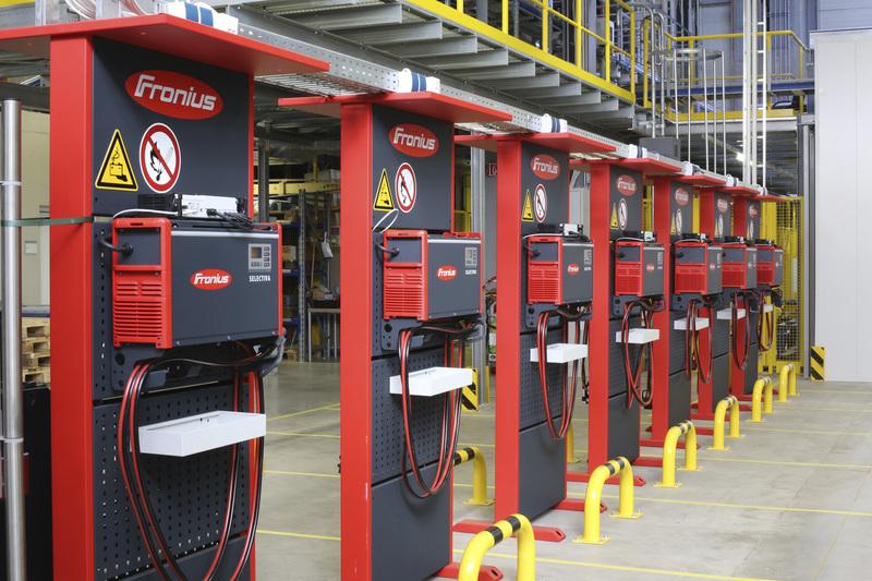 Trạm sạc xe nâng hàng chạy điện tiêu chuẩn