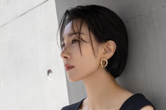Cover - Kim Seo Hyung sat down for an interview