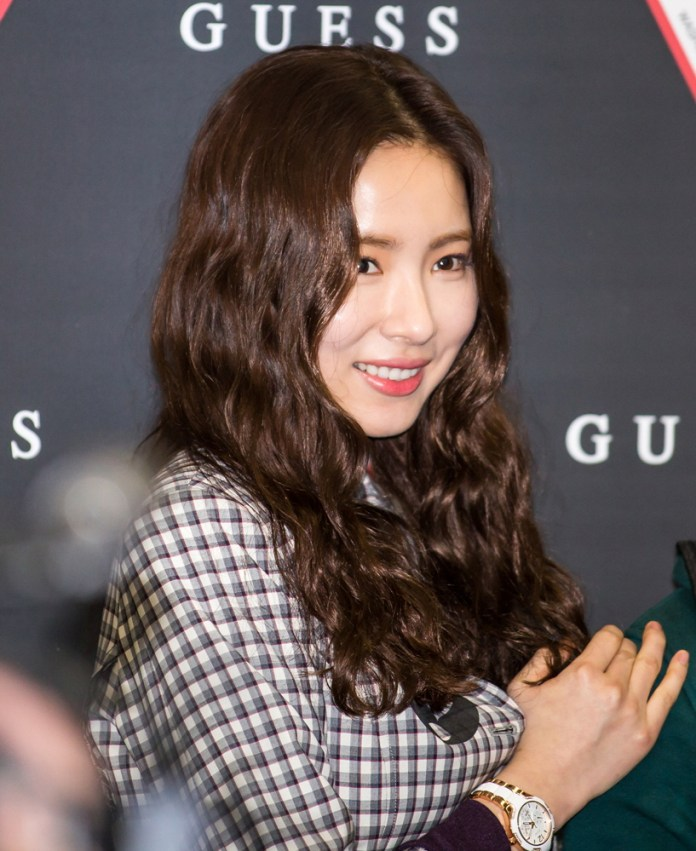 Pic 6 - Do you wanna know about Shin Se Kyung's plastic surgery?