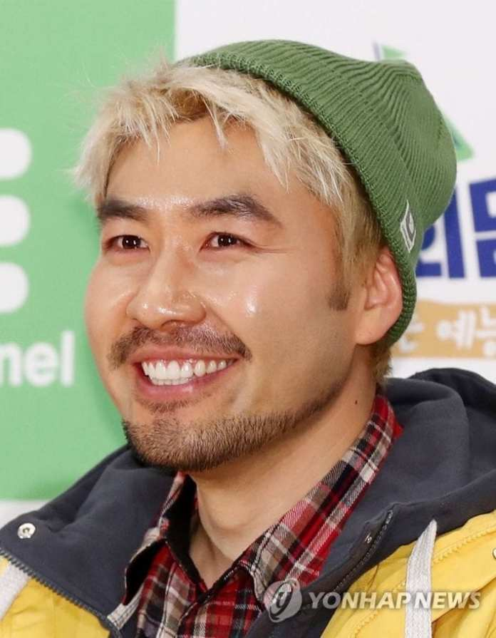 Pic 2 - Noh Hong Chul is a free spirit amid the mountains