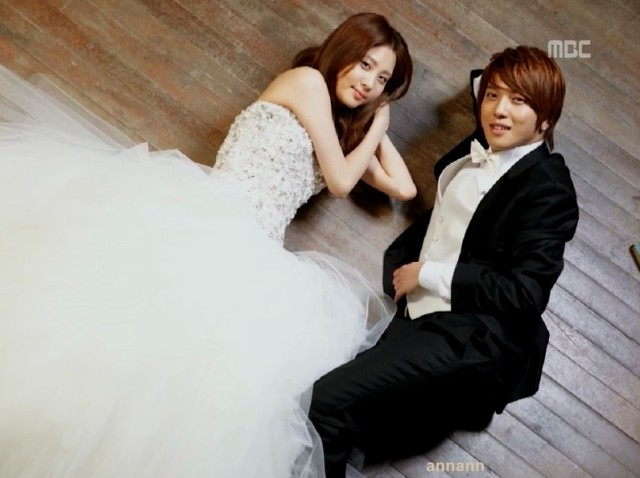 Pic 2 - Is Jung Yong Hwa married?