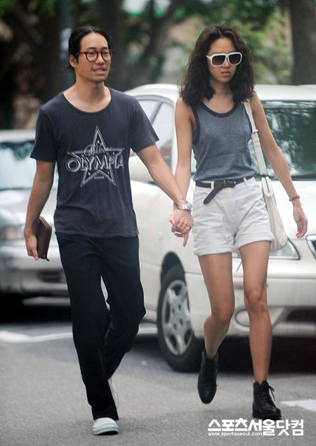 Pic 1 - Is Gong Hyo Jin married?