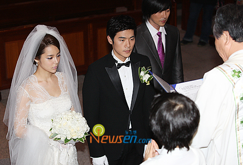Pic 2 - Do you know Park Si Yeon divorce?