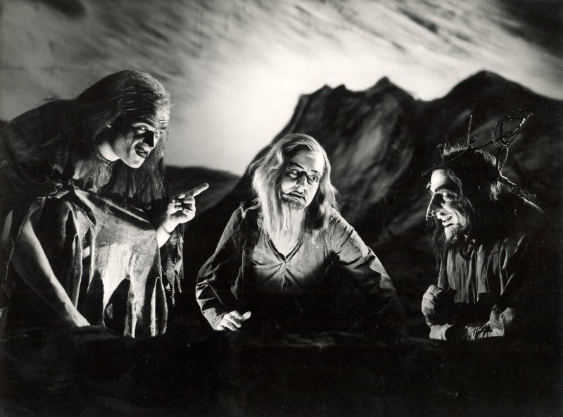 macbeth_-1946_-the-witches_1946_photo-by-angus-mcbean-_c_-rsc_129074.jpg