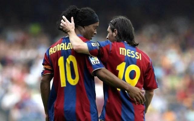 Ronaldinho-Messi wore the Barcelona jersey together