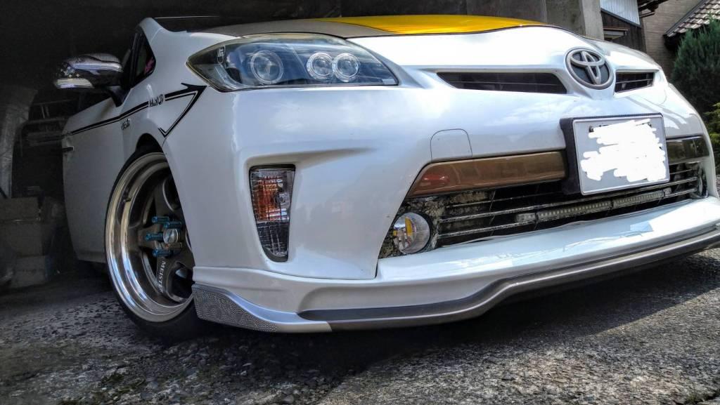 ZVW30プリウスのカスタム・ドレスアップ。シルクブレイズ製フロントハーフエアロの塗装・加工