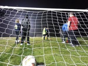 Jugando-al-fútbol-por-la-noche-XP-Camp-2016-UK-300x225
