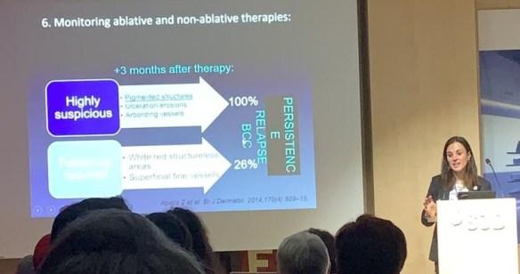 La doctora Paula Aguilera explicando diferencias entre terapias