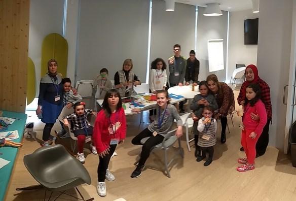 Los niños afectados de XP y sus hermanos disfrutaron de actividades infantiles con voluntarios mientras sus padres y familia estaban en el encuentro con los expertos